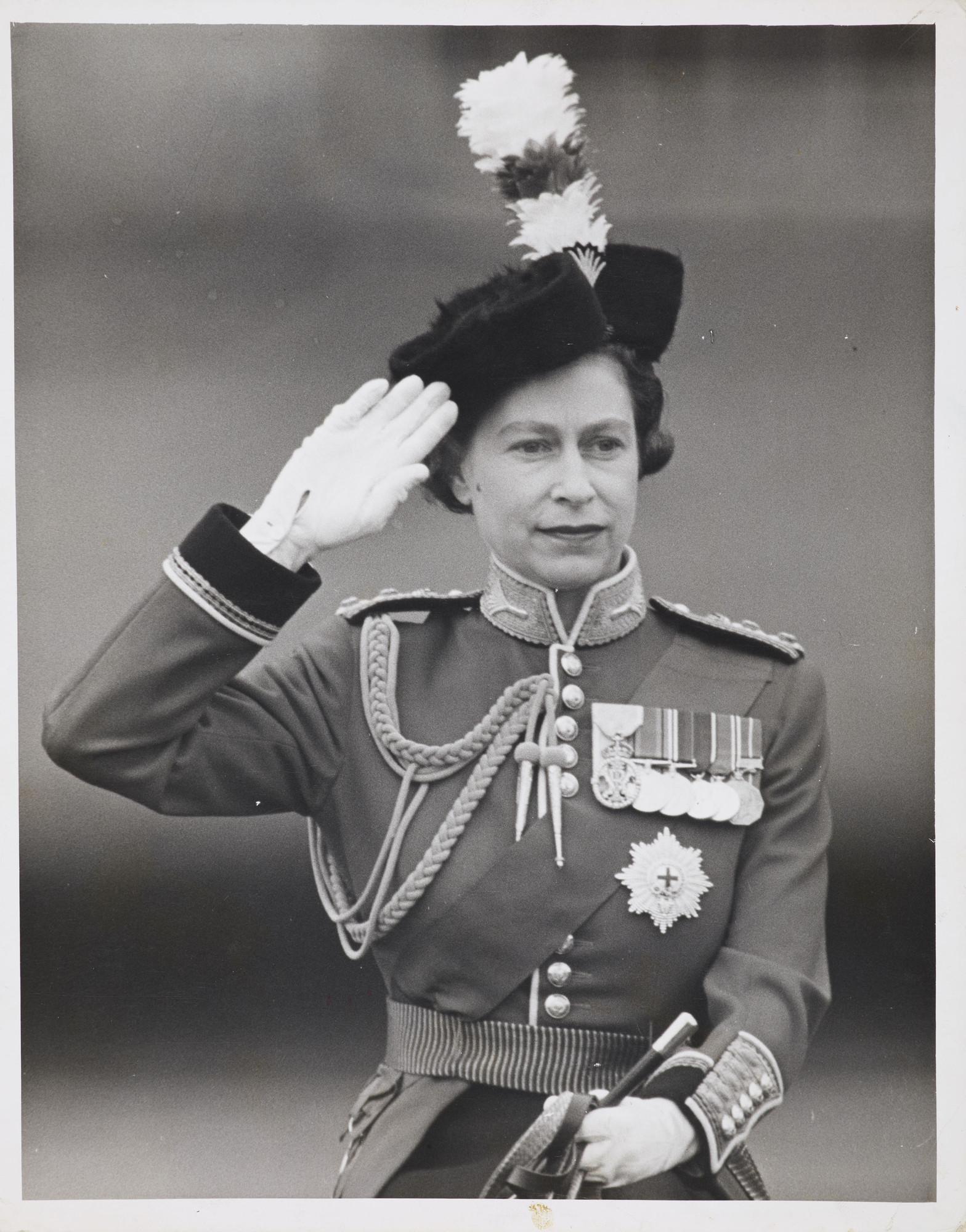 HMQ016 : HM Queen Elizabeth II - Iconic Images