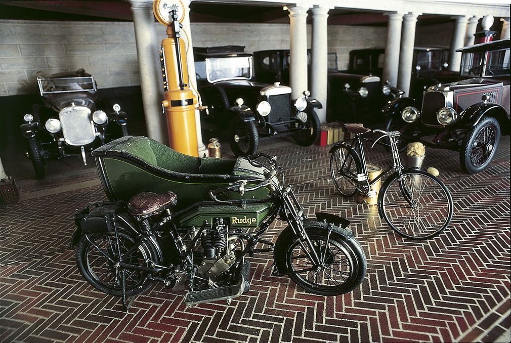 Queen Mary's Dolls' House Garage