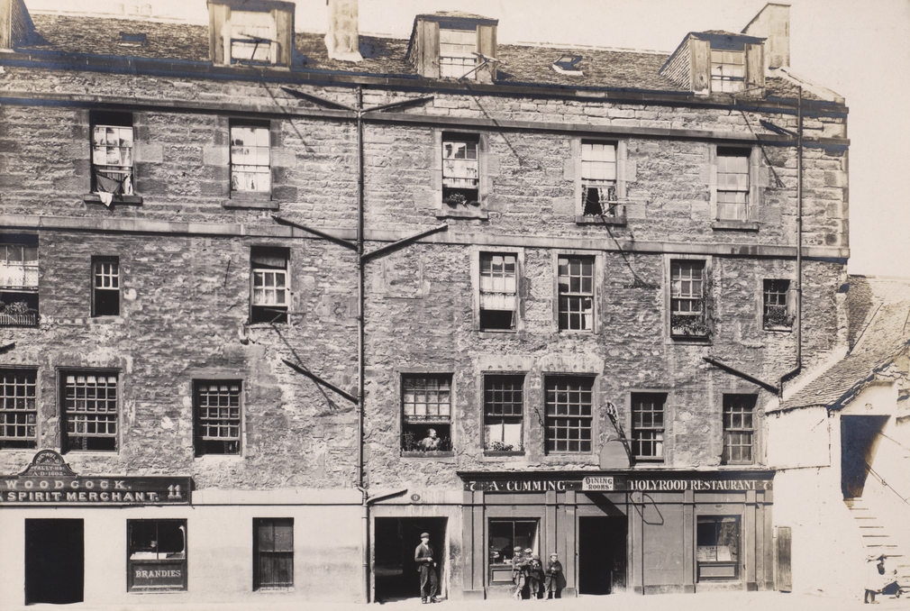 By 1903 the Abbey Strand tenements were very overcrowded, housing up to 25 families.