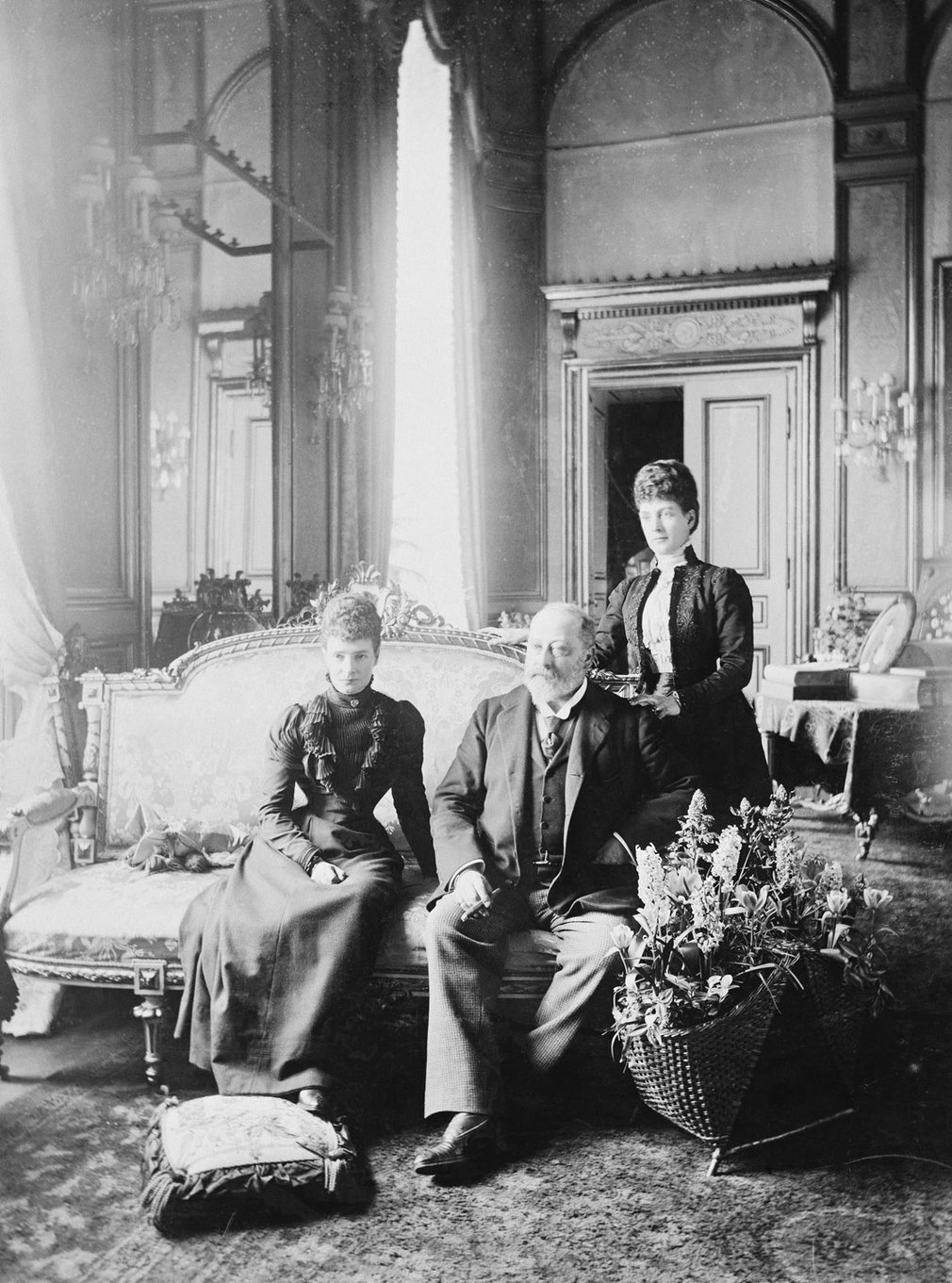 Princess Alexandra with her sister, the Dowager Empress Marie Feodorovna of Russia, and her husband, the future King Edward VII, 1900. RCIN 2927413