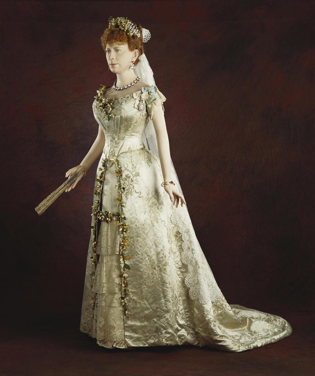 Queen Wedding: Queen Marys Wedding Dress