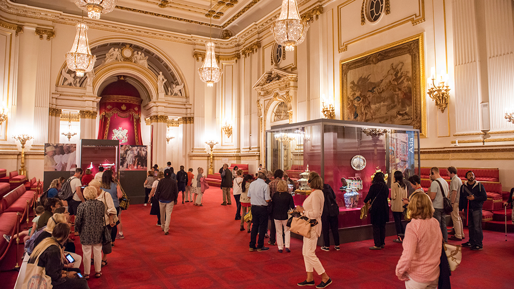 Visitors in the Ballroom, Buckingham Palace