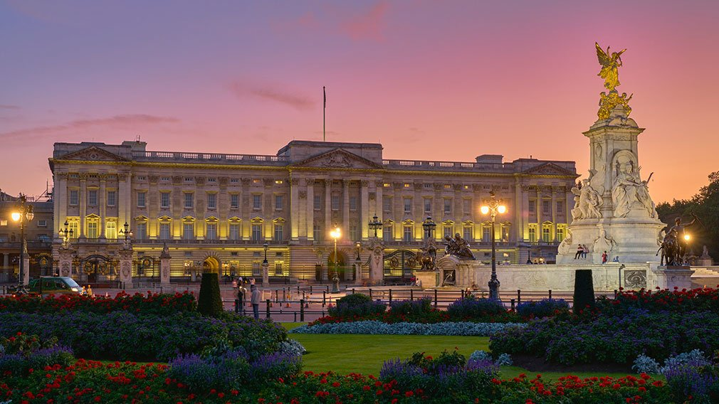 Buckingham Palace at night