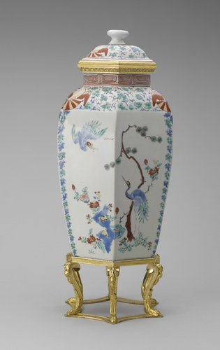 Master: Pair of vases with mountsItem: Hampton Court Vase