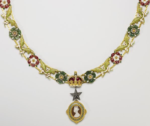 Order of the Star of India. Queen Victoria's small collar and badge