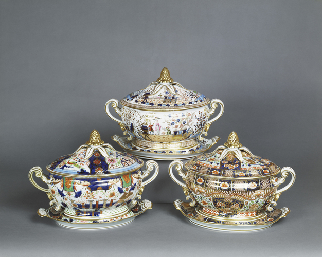 Oval tureen, cover and stand (part of the Harlequin service)