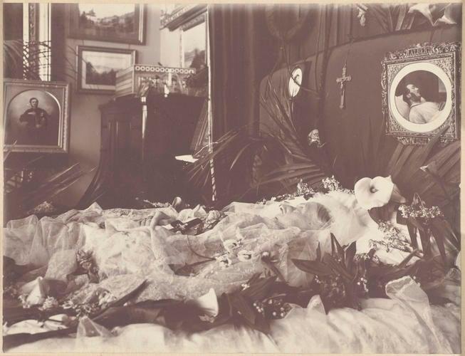 Queen Victoria On Her Bed 1901, Queen Victoria Bed