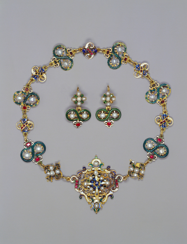 Parure with necklace, brooch and earrings