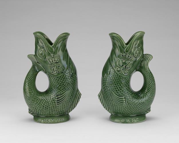 Master: A pair of fish gurgle jugs