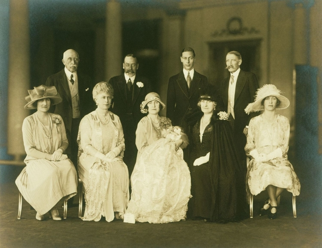 Vandyk (active 1881-1943) - Family group photograph following the