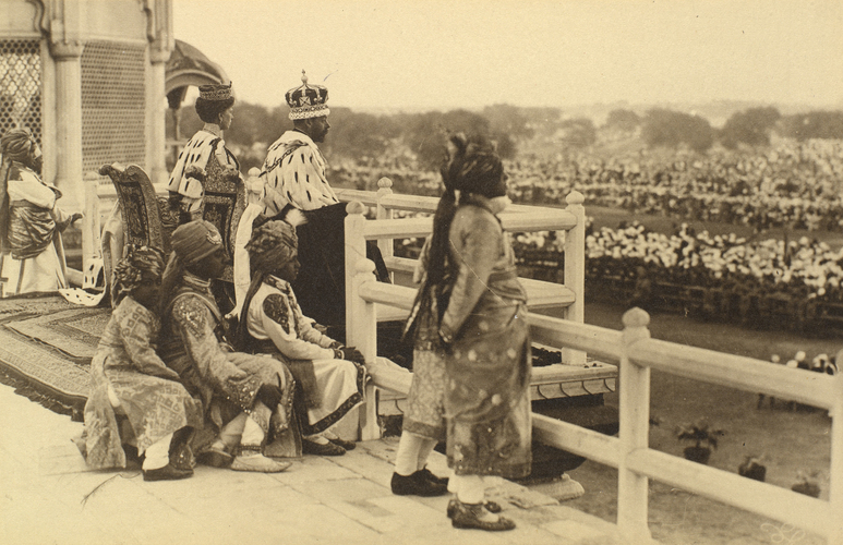 Master: Queen Mary's Album, Volume 15 (17th November 1909 - 16th December 1911)Item: King George V (1865-1936) and Queen Mary (1867-1953) at Red Fort, Delhi