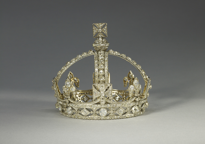 Garrard co queen victorias small diamond crown for Kv jewelry and loan