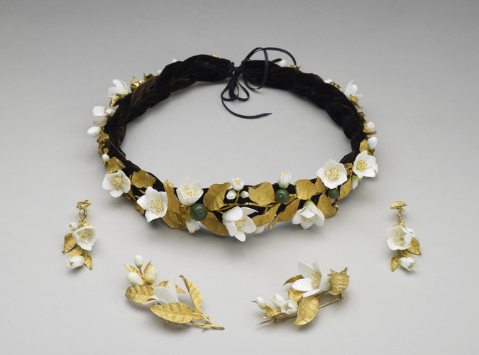 Headdress from the orange blossom parure