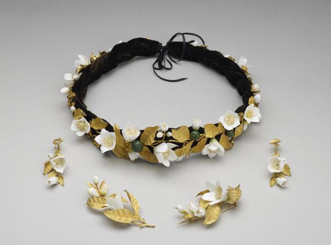 Headdress from the orange blossom parure