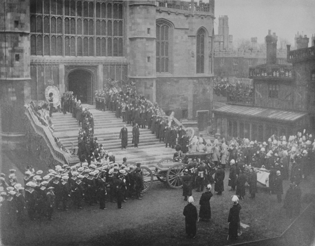 Queen Victorias funeral procession passes through Windsor