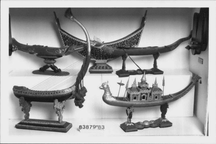Arched harp (saung-gauk)