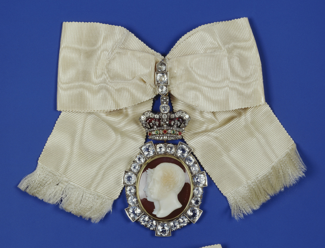 Royal Order of Victoria and Albert: Queen Victoria's badge
