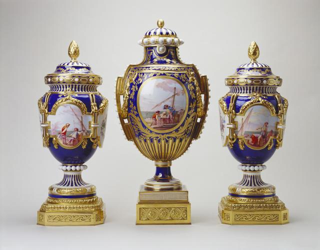 Vase a panneaux or vase a perles and vase ferre