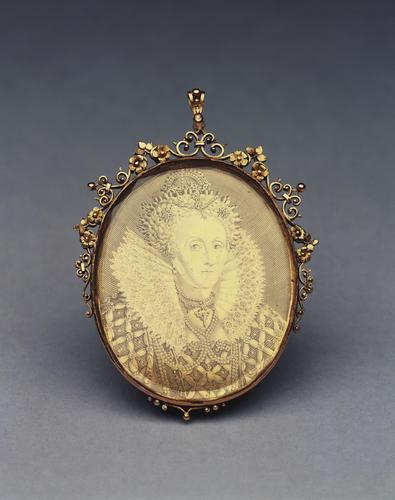 England. Elizabeth I engraved medallic portrait in an ornate gold glazed mount with integral loop for suspension