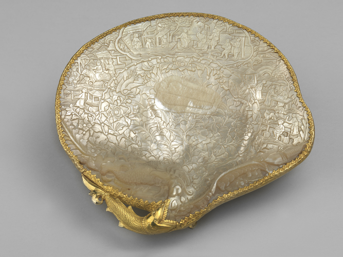 Mother-of-pearl tray
