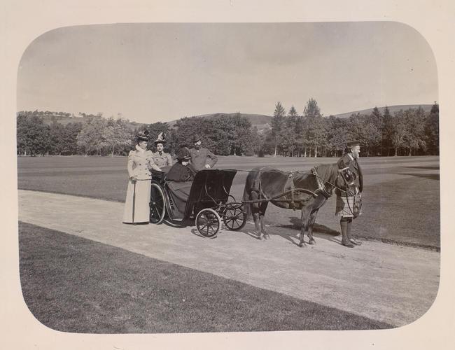 Royal Group [Balmoral Vol5 1895 - 1900]