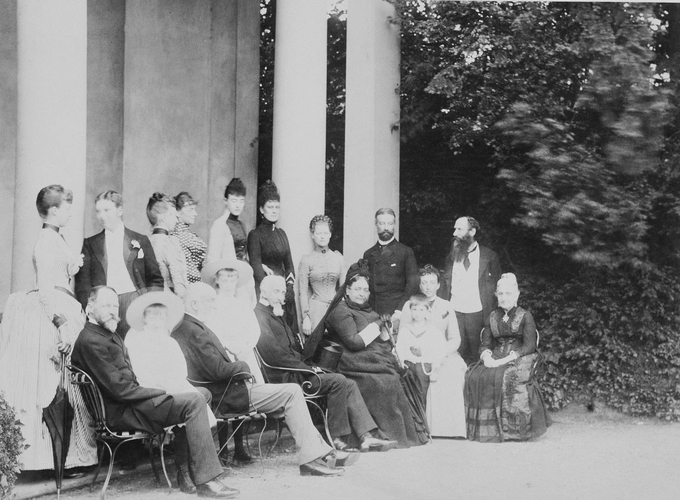 Group photograph taken at Sheen House, June 1889