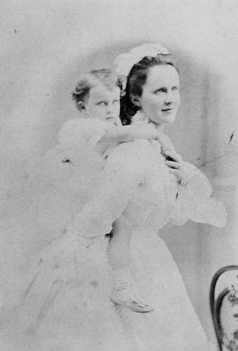 Queen Elisabeth of Romania and her daughter Princess Maria