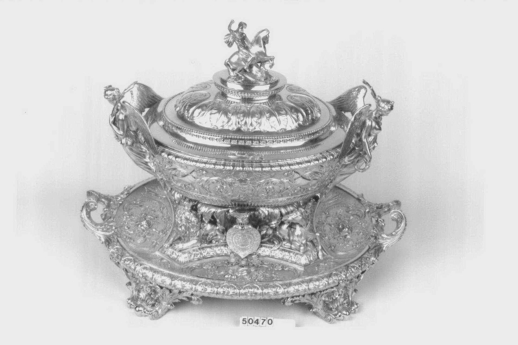 Tureen with stand and cover