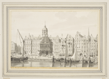 A drawing of the view from the south side of The Dam: in the foreground barges moored on the Damrak; to the left the Waag (Weigh House) stands in front of the Palace; on the right a row of six tall houses and wharf buildings; on the extreme left, the begi