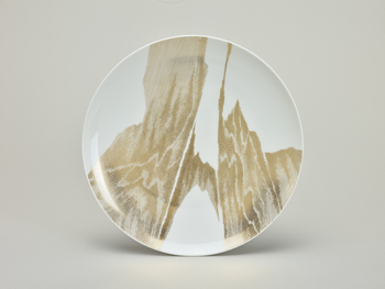 A modern Sèvres hard paste porcelain dinner plate decorated with an abstract gilt cross-hatched design.