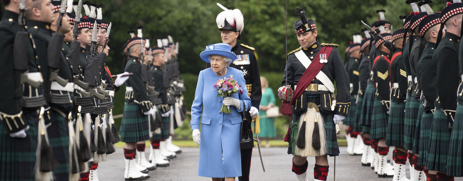 Queen at the Ceremony of the Keys 2021. Walking in a blue dress between tartan clad pipers