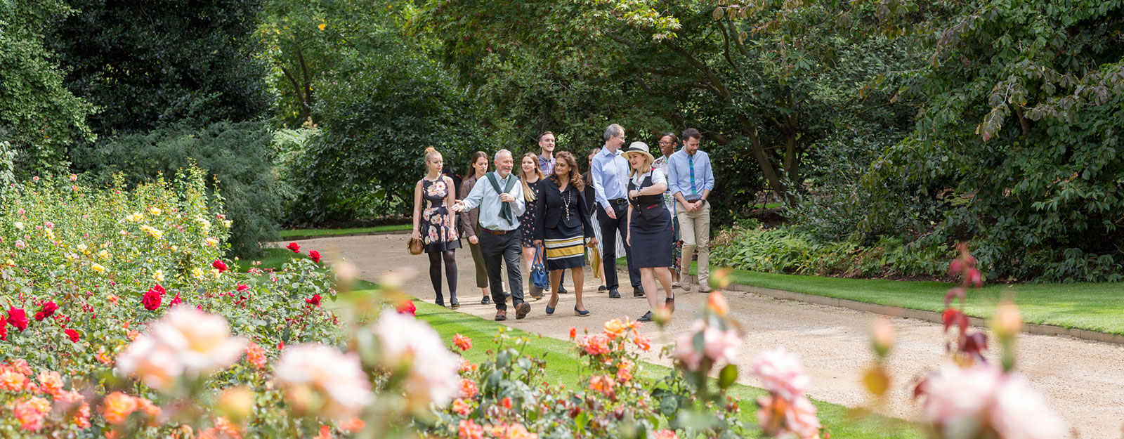 Enjoy a Garden Highlights tour at Buckingham Palace
