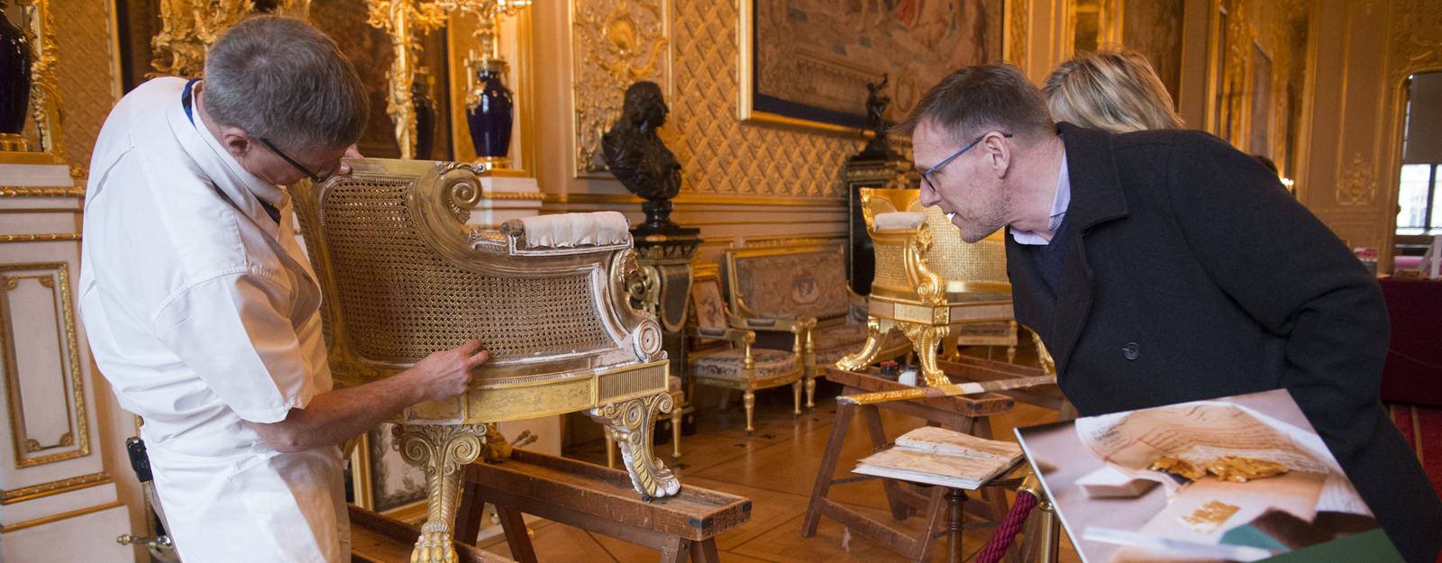 Gilding expert talking to a visitor in the Grand Reception Room