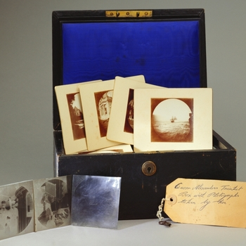 This box acted as a container for the Princess of Wales's negatives and prints when they were sent to Brown-Westhead and Moore to be used in decorating her tea service.