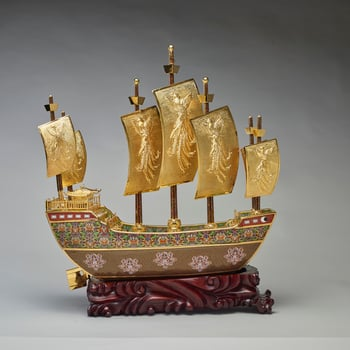 <p>This is a model of the treasure ship sailed by the navigator and diplomat Zeng He of the Ming Dynasty. The prow of the ship is decorated with a dove and olive branch medallion, emblematic of peace, whilst the sides of the hull are decorated with elemen