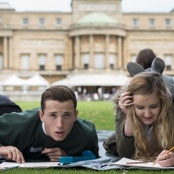 Pupils drawing in Buckingham Palace Garden