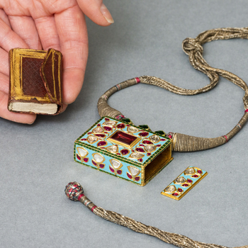 Jewelled necklace with amulet Quran