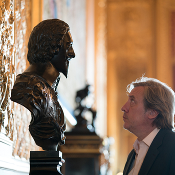 Andrew Graham-Dixon looking at a bust of Charles I