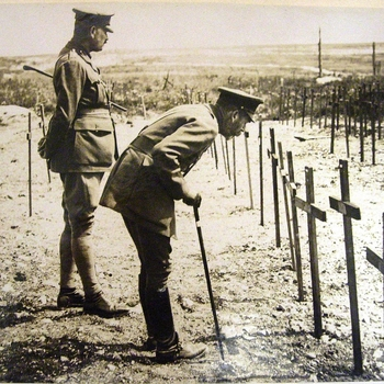 Item: King George V inspects the graves of fallen servicemen