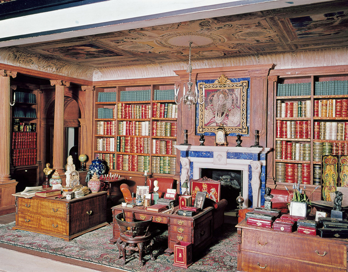 Library of Queen Mary's Dolls' House