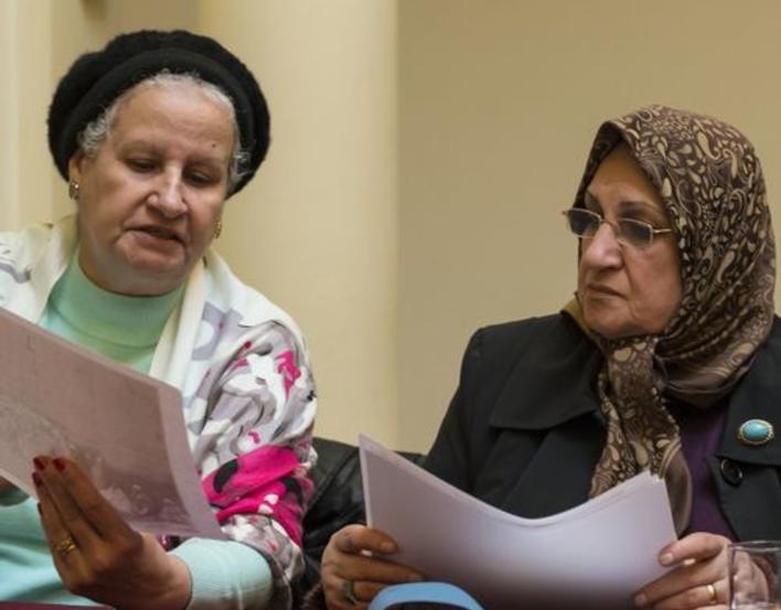 2 ladies discussing