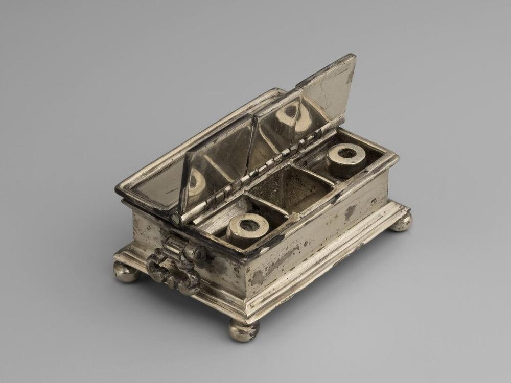 Miniature silver plated rectangular inkstand.